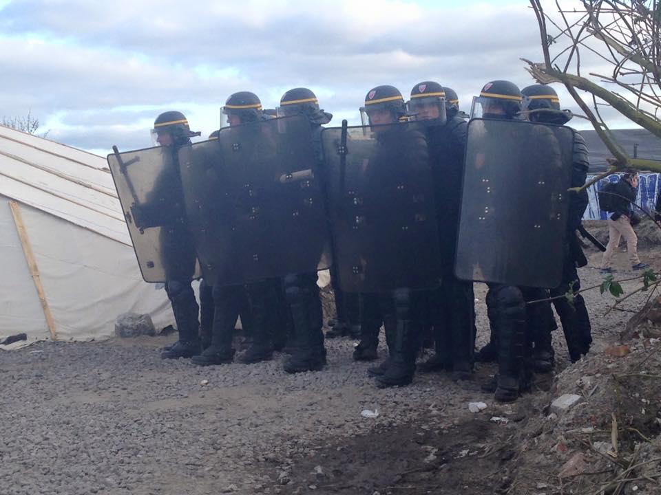 Calais camp demolition begins (1)